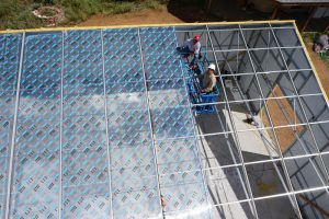 Commercial greenhouse kit with polycarbonate roof